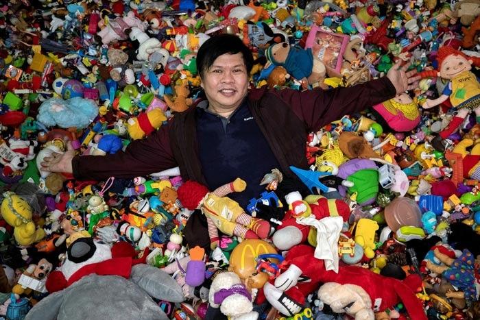 双语菲律宾男子5岁起开始收集快餐店玩具希望能办展览